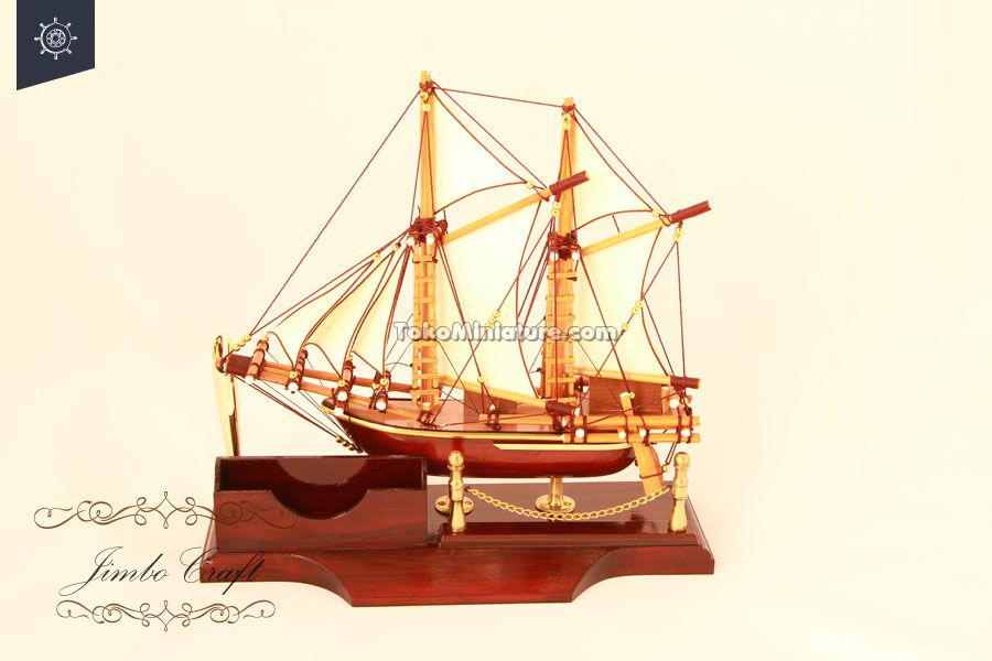 Pen holder miniatur kapal