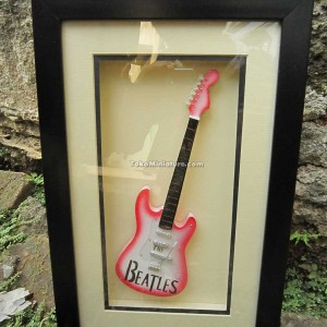 Miniatur Gitar The Beatles